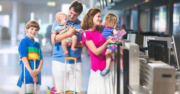 Картинки по запросу орущий ребенок в самолете