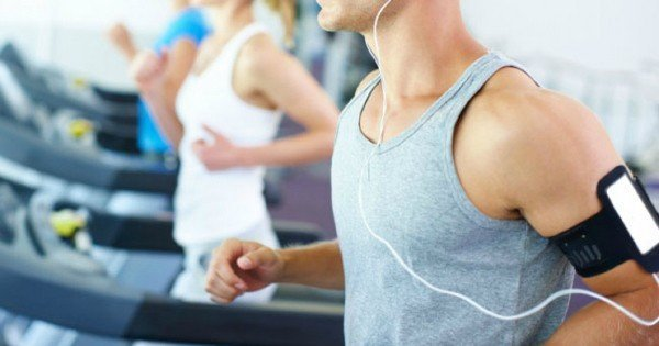 moneypapa.ru - Как мотивировать себя на занятия спортом. 20 советов, после которых захочется тренироваться - Слушайте любимую музыку или подкасты