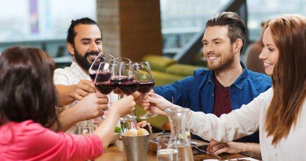 moneypapa.ru - как сделать вино вкуснее - хорошая компания